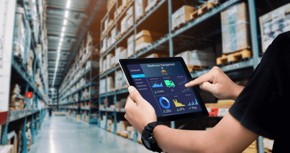 Una de las tendencias digitales en logística es la implementación de almacenes inteligentes