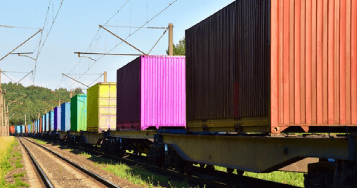 Como transporte terrestre, el ferrocarril es más eficiente en cuanto a consumo de combustible