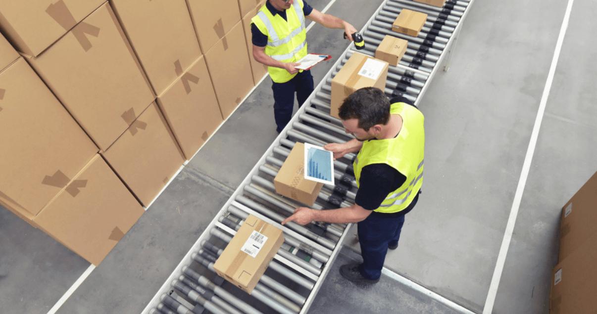 BP1_Un freight forwarder brinda la logística para las transacciones internacionales.